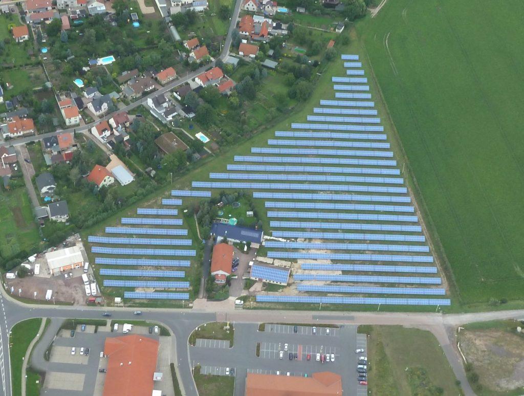 Luftaufnahme des Solarparks in Langenbogen.