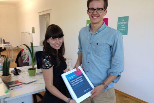 Crowdfundingbuch – die Autoren Dana Melanie Schramm und Jakob Carstens