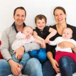 erdbär-Gründer Alexander und Natascha Neumann mit ihren Kindern