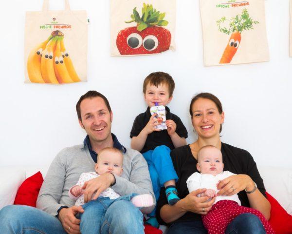 Die erdbär-Gründer Alexander und Natacha Neumann mit ihren Kindern.